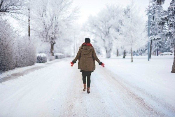 woman walking in snow with hands open grateful | How to Define Gratitude + Have a Better Holiday Season  https://positiveroutines.com/define-gratitude/