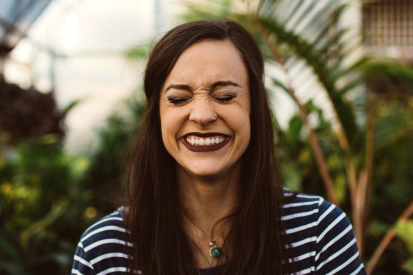 woman with big smile and eyes closed | 7 Easy Ways to Build a More Positive Mindset https://positiveroutines.com/positive-mindset/